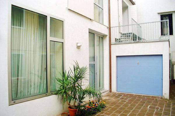 casa_house_abitazione_risistemazione_esterno_interiors_ristrutturazione_infissi_garage_saracinesca