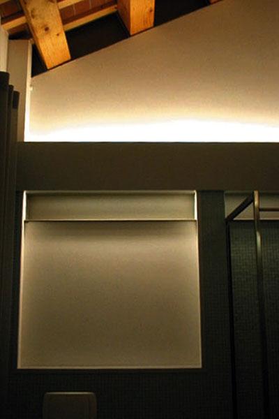 casa_house_abitazione_risistemazione_reorganization_interno_interiors_ristrutturazione_copertura_parete_acciaio_luce_light
