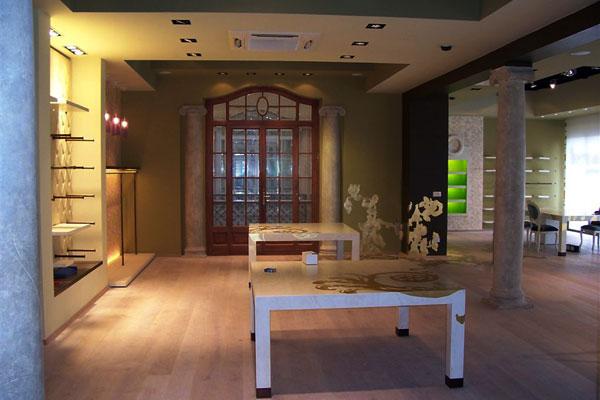 interno_interni_arredo_interiors_negozio_store_phard_showroom_vestiti_dress_exhibition_tables_esposizione