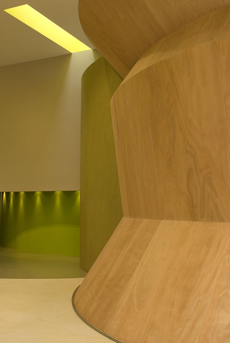 interno_interni_arredo_interiors_negozio_store_siste_vestiti_dress_showroom_boiserie