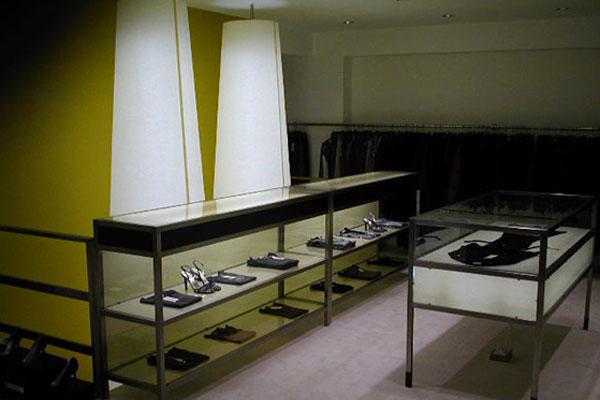 shop_store_interno_arredo_negozi__interiors_lusso_area_vendita_espositori_vetrinette_vetrina