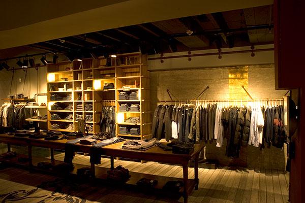 shop_store_interno_arredo_negozi_interiors_area_vendita_replay_berlin_vestiti_abiti_dress_style_format_new_nuovo