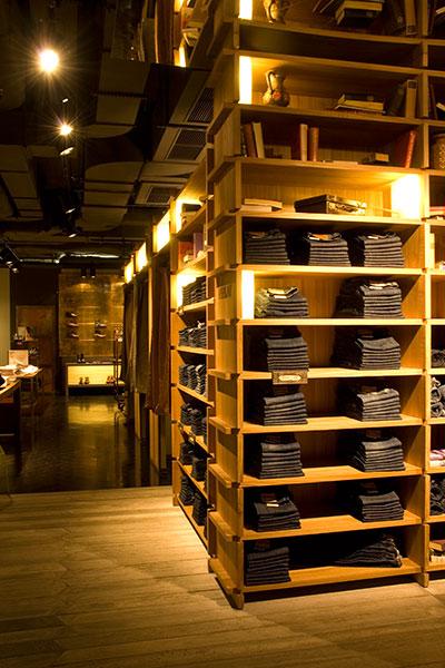 shop_store_interno_arredo_negozi_interiors_area_vendita_replay_berlin_vestiti_abiti_jeans_denim