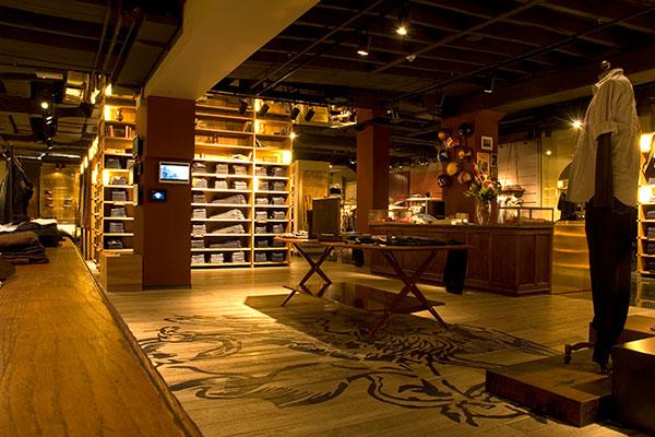 shop_store_interno_arredo_negozi_interiors_area_vendita_replay_berlin_vestiti_installazione_art_installation