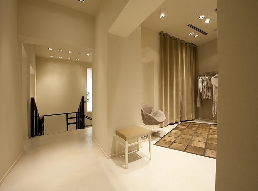 shop_store_interno_arredo_negozi_interiors_lusso_area_vendita_camerini_changingrooms_sistes_milano11