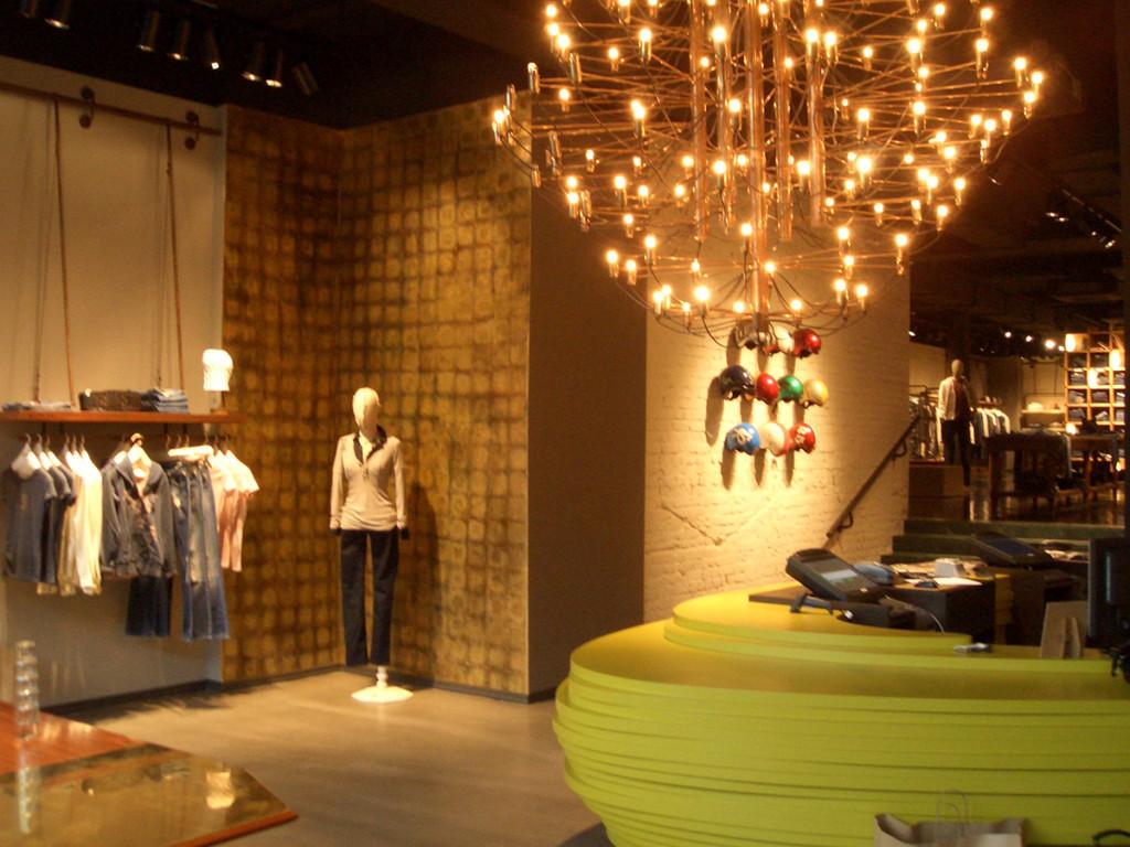 shop_store_interno_arredo_negozi_interiors_lusso_area_vendita_cassa_cash_desk_replay_amburgo