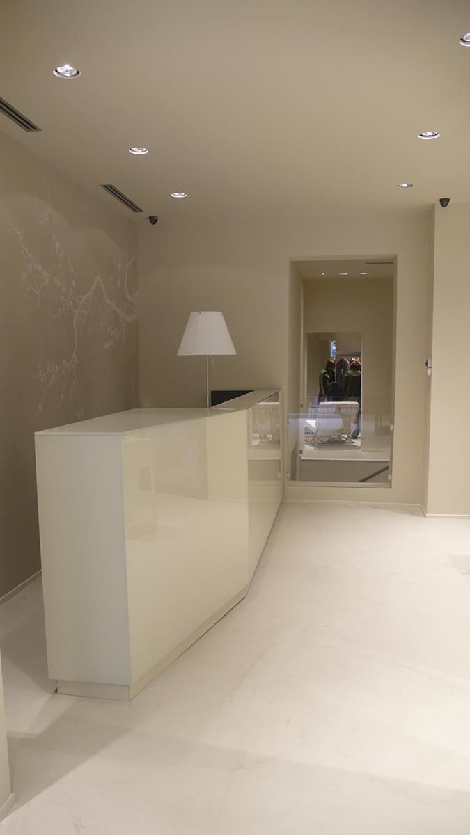 shop_store_interno_arredo_negozi_interiors_lusso_area_vendita_cassa_cashdesk_sistes_milano11