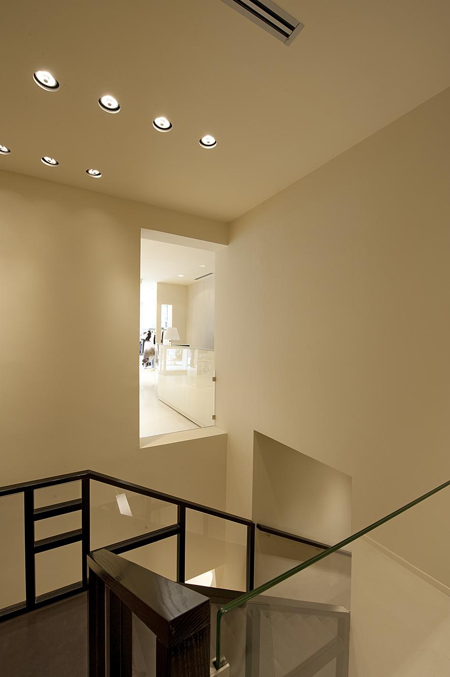 shop_store_interno_arredo_negozi_interiors_lusso_area_vendita_scale_stairs_sistes_milano11